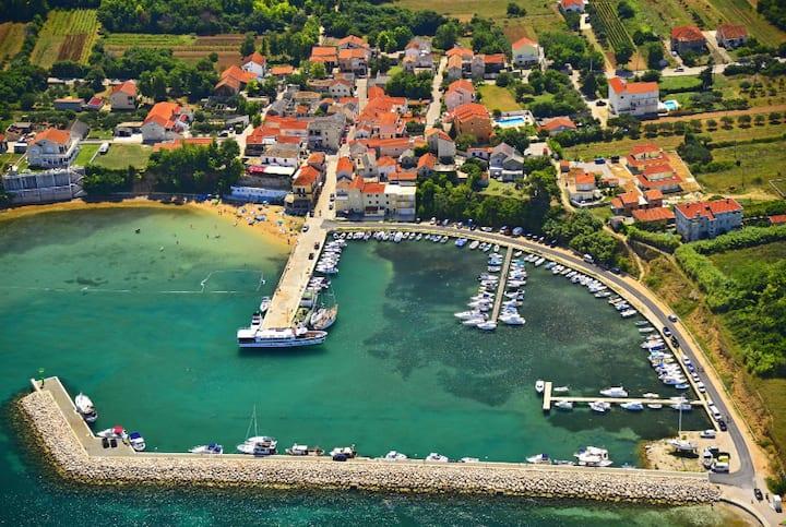 New Villa 'Mattina' with jacuzzi, 50m near the sea