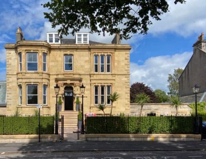 Luxury Apartment Stirling Kings Park Mansion House