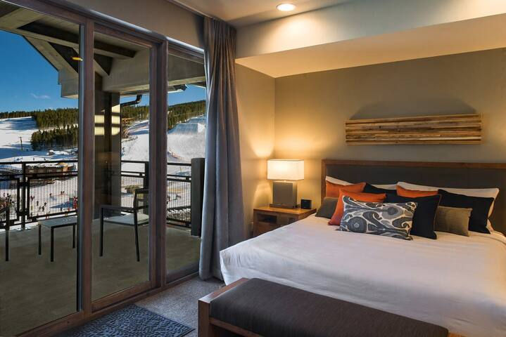 King master bedroom with balcony.
