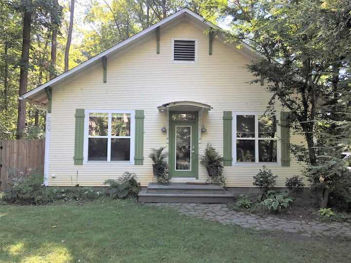 New Buffalo Chalet Getaway, 60 Miles from Chicago