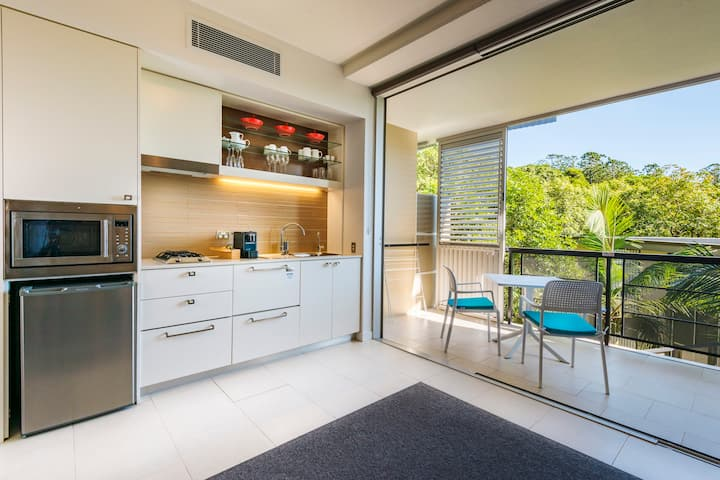 NEW Stunning One-Bedroom Apartment
