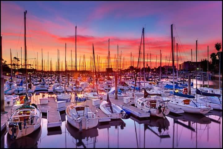 Stylish 2-Bdr Apt with Breathtaking Marina Views