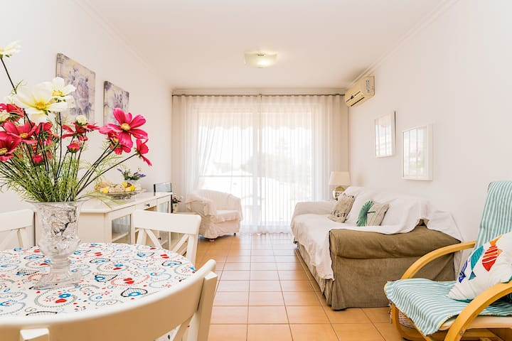 Belle Apartment, Monte Gordo, Algarve !New!