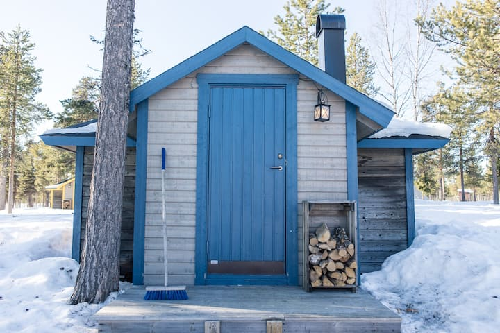 The Reindeer Lodge (Blue cabin)