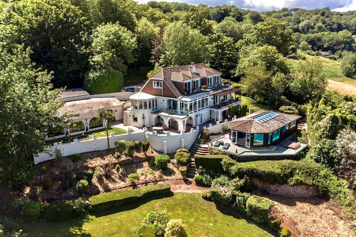 Luxury 6 bedroom House on the outskirts of Torquay
