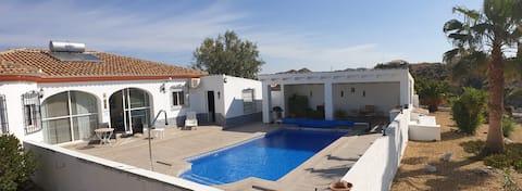 Villa + piscine privée +3 chambres+garage