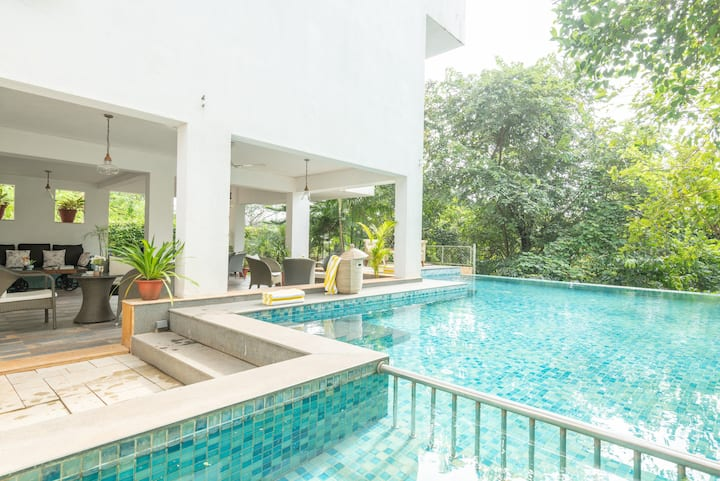 Luxurious 8 BHK Villa with a Private Pool