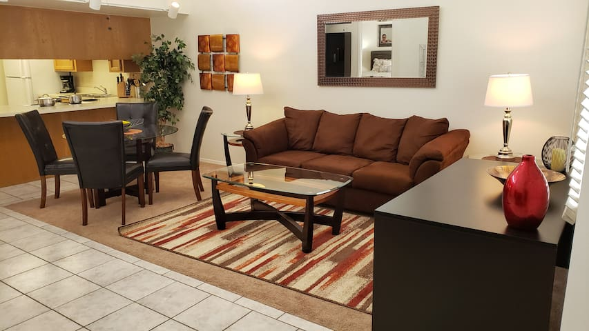 1 bedroom / 2nd floor / Catalina Foothills area!