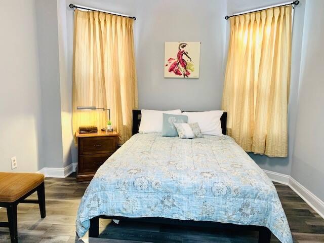 1st bedroom of 4 bedrooms - Queen size bed