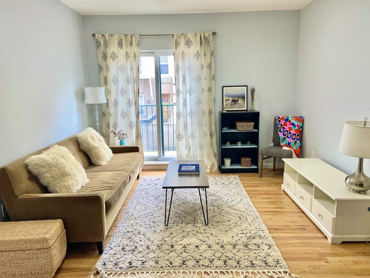 Bright & Charming 2 bed/2 bath apartment near NYC!