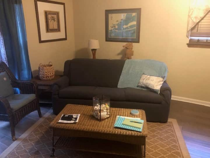 Cozy Studio Close to All the Best of Pensacola