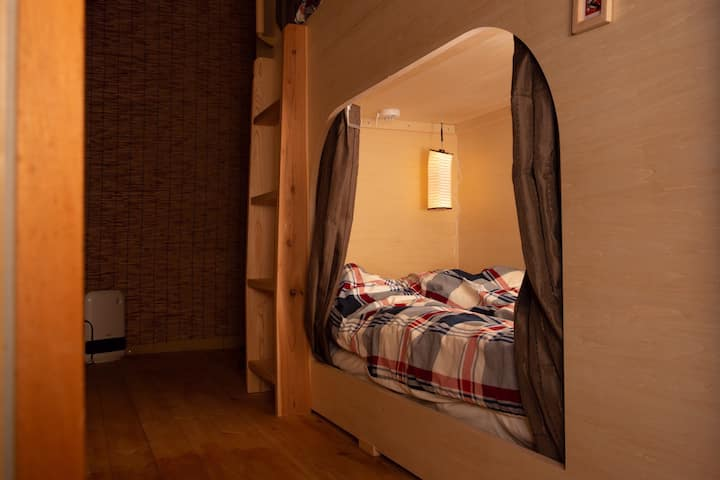 Homey Hostel  Private Bedroom Near JR Nikko 650m.