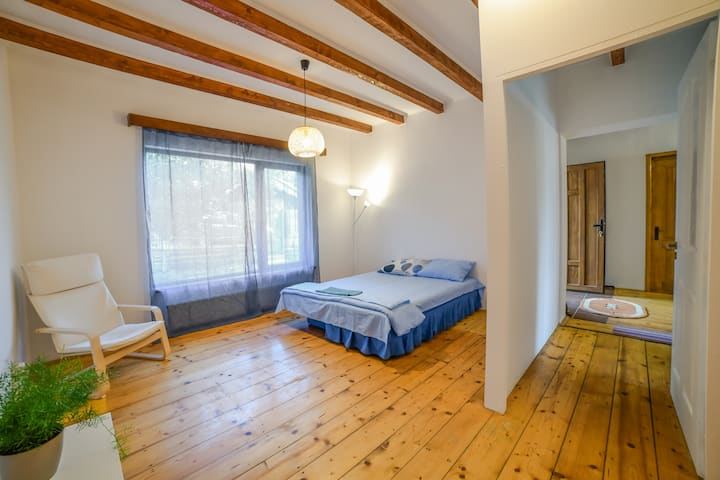 Unique wooden room in townhouse, near city center