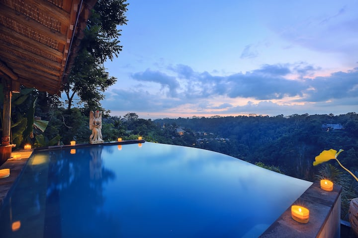 Kresna Villa with infinity pool and valley view
