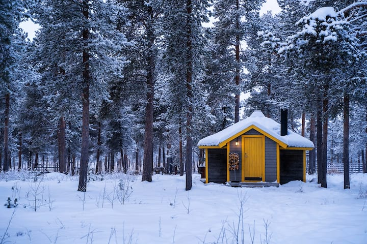 The Reindeer Lodge (Yellow Cabin)