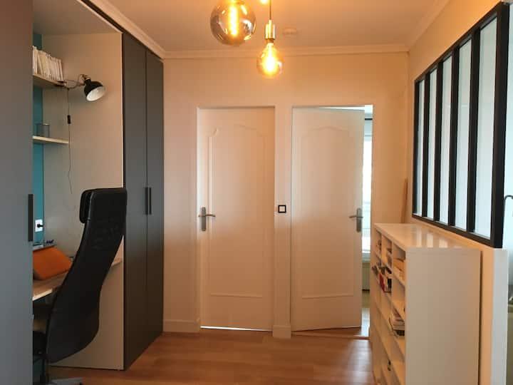 Chambre calme tout confort avec espace télétravail