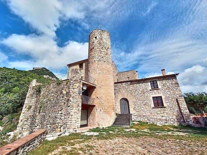 Torre d'Amer, castillo romanico del siglo X