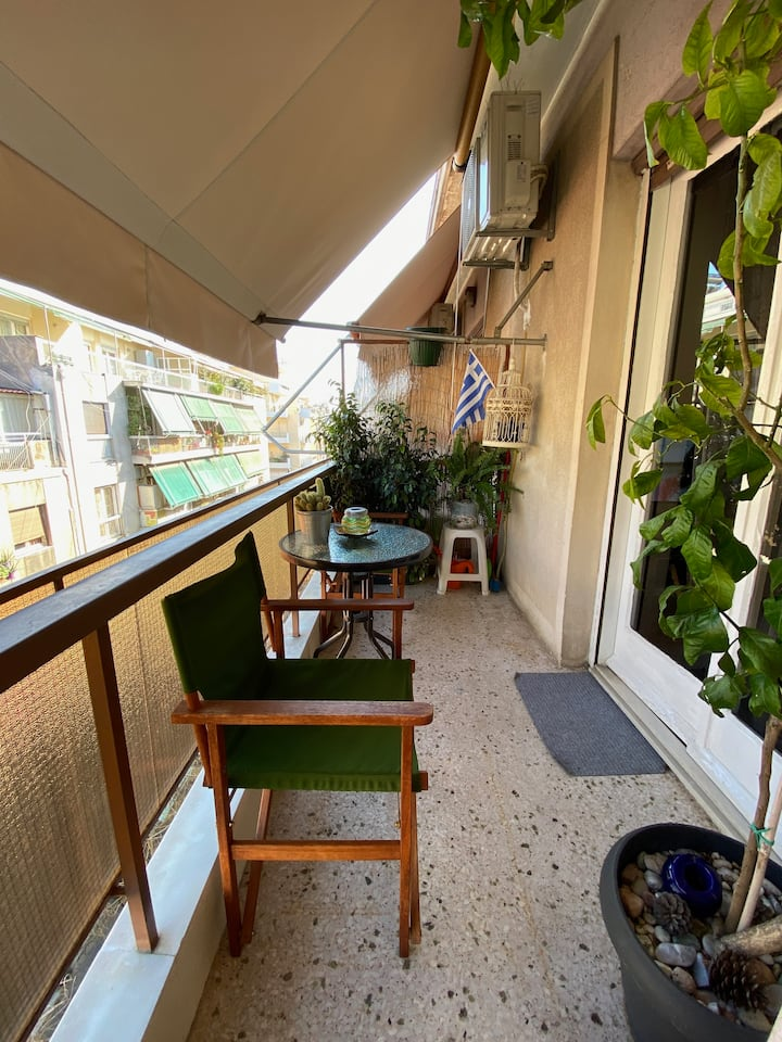 Spacious apt balcony sunny Athens center AC metro