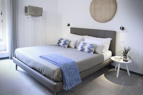 Brand new room on historic street of Manarola! (2)