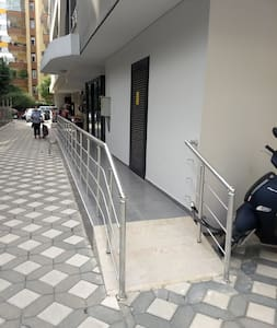The other side of the entrance is wheelchair accessible.