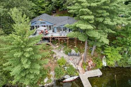 The Hatch- Muskoka lakefront cottage w/ waterfalls