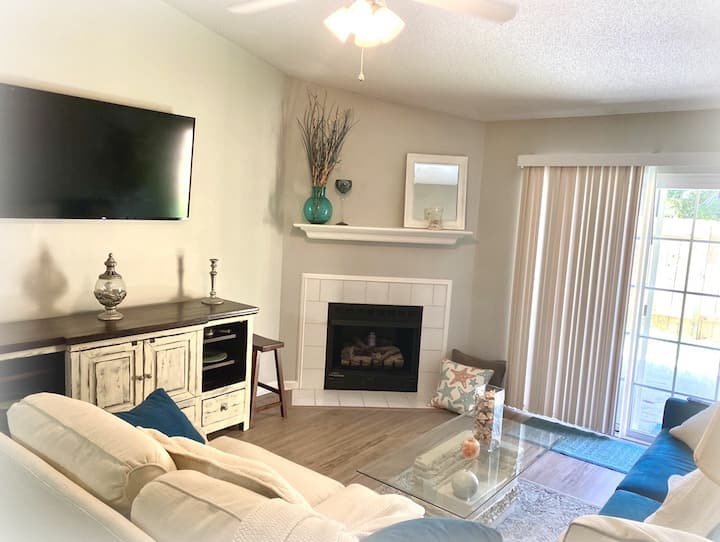 Hygge Townhome Near Folly & Downtown Charleston!