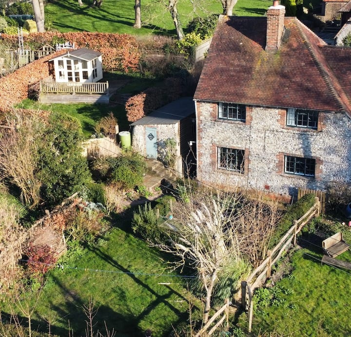 Cosy Sussex Flint Cottage in the Cuckmere Valley