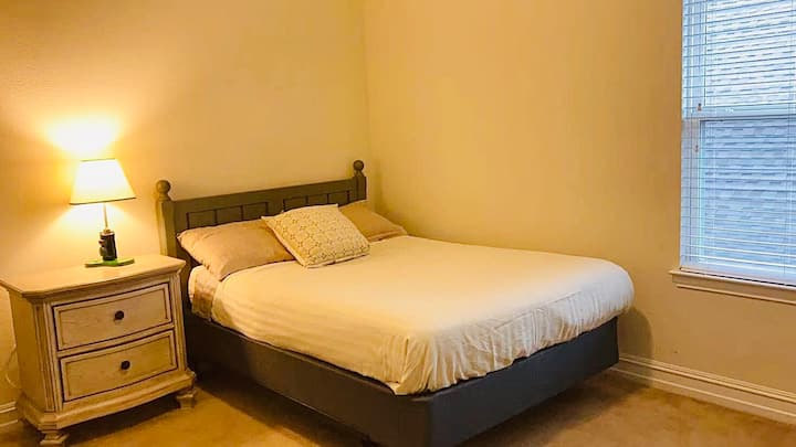 New Rate-Cozy & Bright Private BR w/walking closet