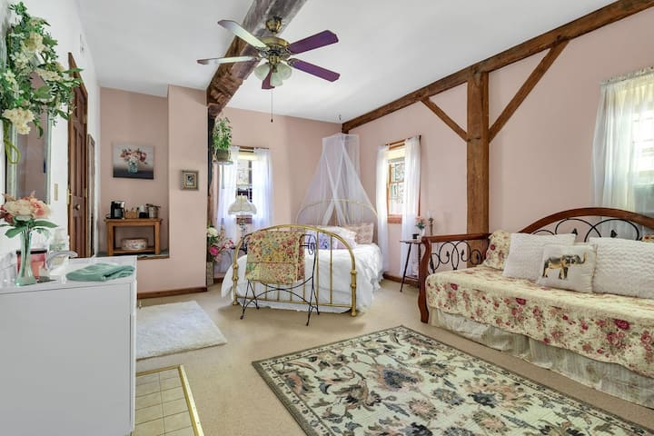 Private Room In A Historic Bed & Breakfast