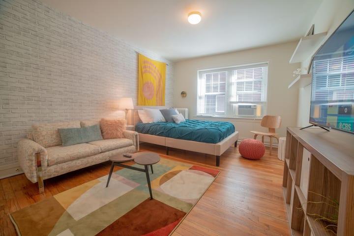 NEW - The Tiny but Cute Studio! -- middle of KC!