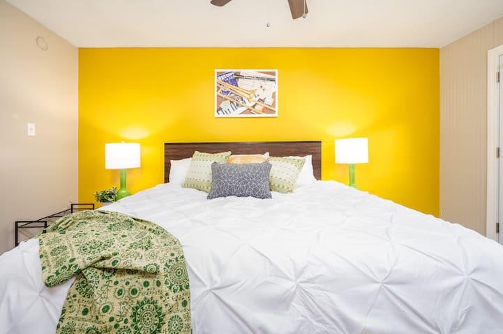 "Clean | Near Louisiana College | King Bed | 55"" TV"