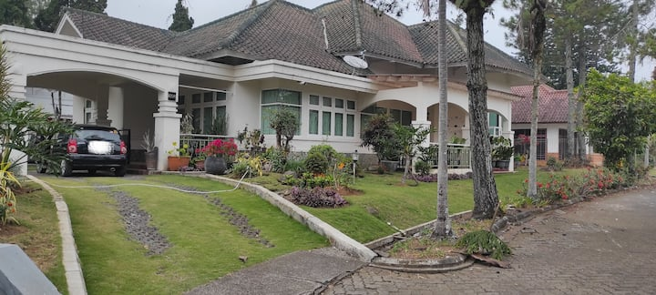 Shakilla House 5-Villa Lotus Cipanas