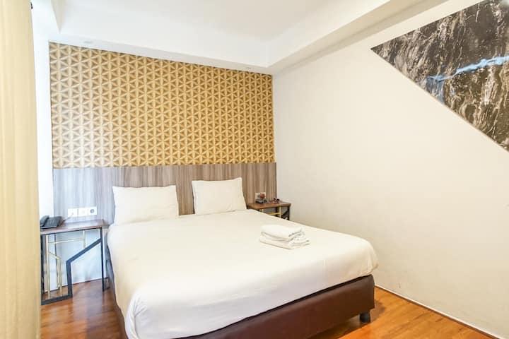 Modern Deluxe Room at Hotel Sanrina Makassar