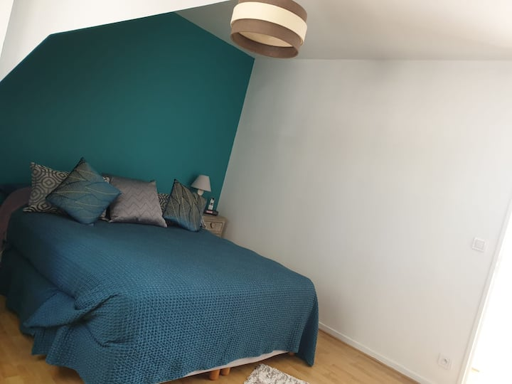 Private bedroom in a house 10 min from the station