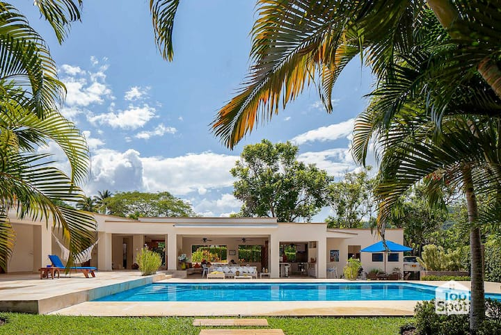 Perfect Tropical House in Private Condominium!