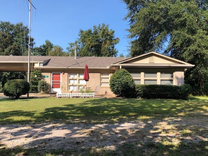 Convenient Hoover Farm Guest House