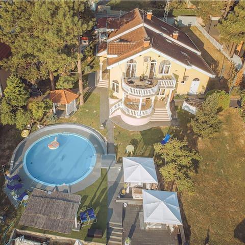 Danube Lux - Vila sa bazenom na obali Dunava