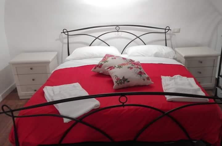 "Happy House Pompei ""Rosa rossa""  relax e comfort"