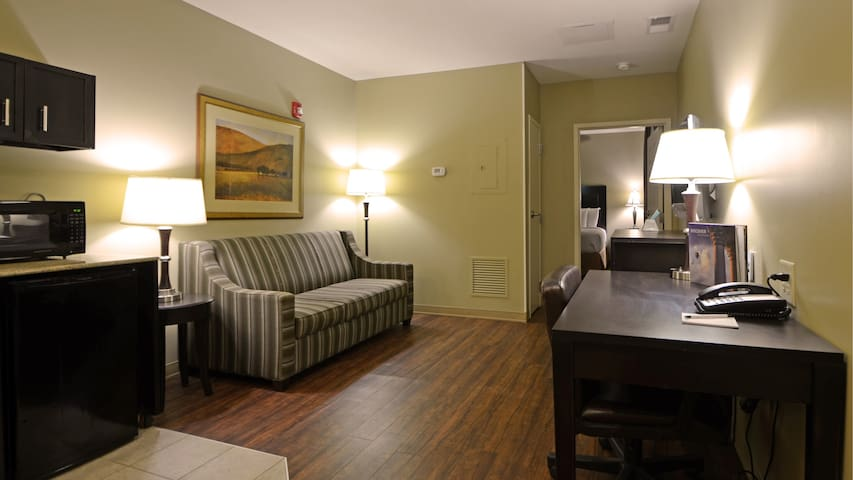 English Inn and Suites 7