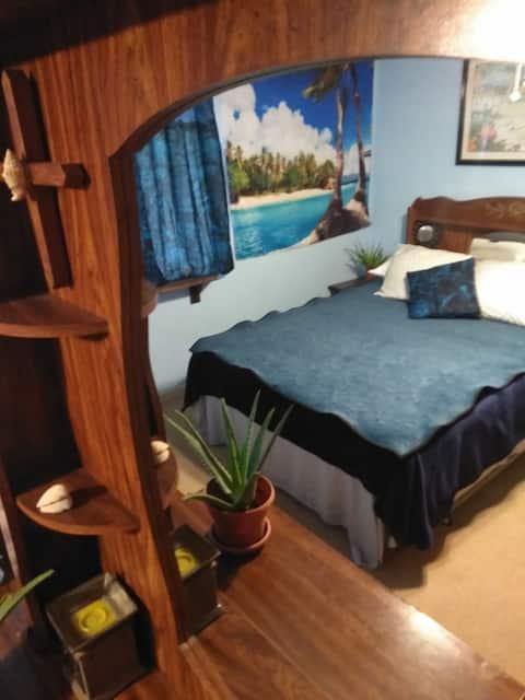 Tiki Bar Pool and Spa (Tropical Room)
