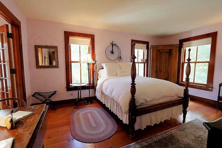 Cycling Suite- Round Barn Farm B & B