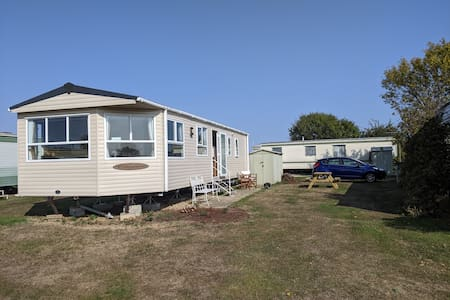 """""""Elsewhere"""" Caravan situated on the river crouch"""