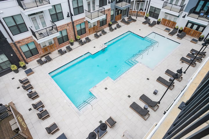 High Vibes in the Heart of Downtown! Parking+Pool!