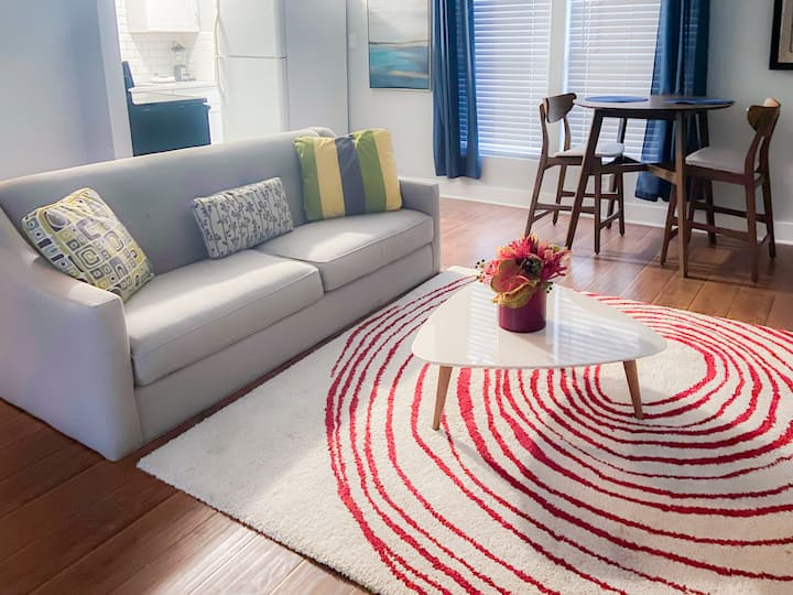 Stylish & Convenient Living Minutes to Downtown