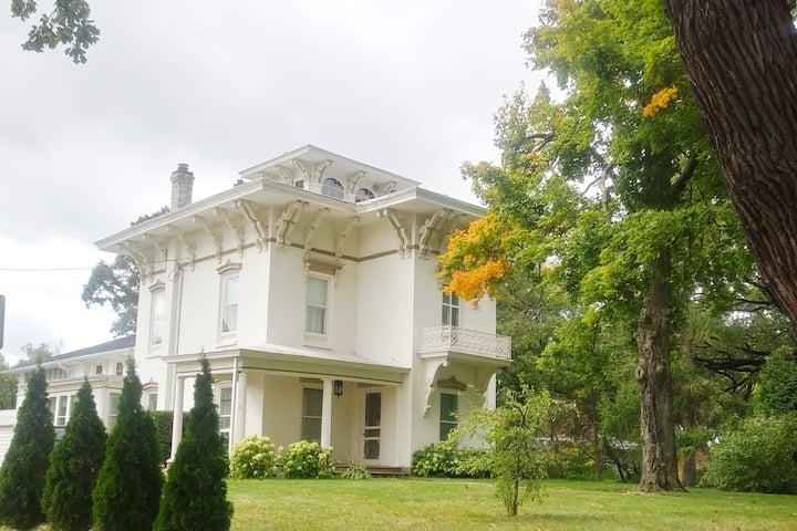 Romantic 1854 Governor Mansion Stays Wedding Event