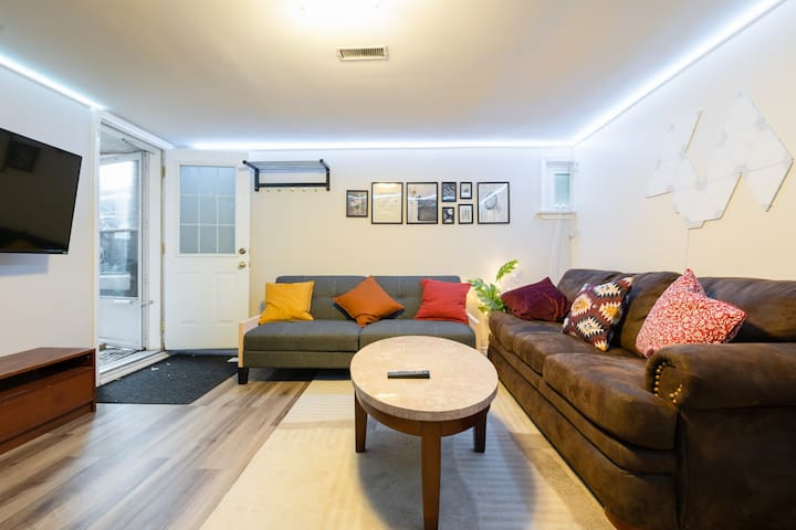 Cozy Private Apartment Steps From Yonge Street