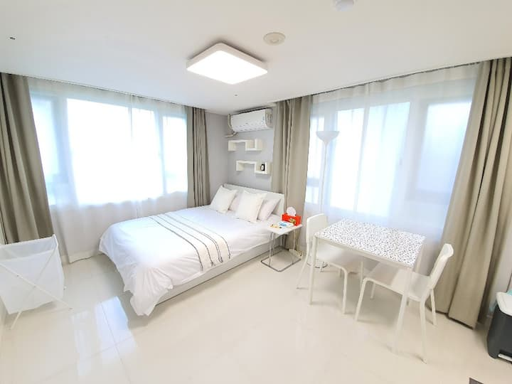 ★Sunshine Bright City view Studio, High-Floor APT★