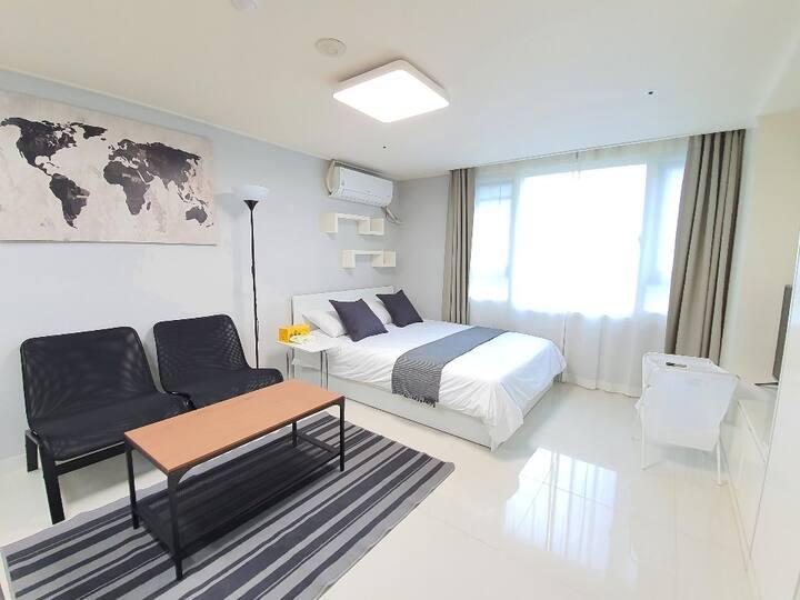 ★Sunshine Modern City view, High-Floor 1R APT★
