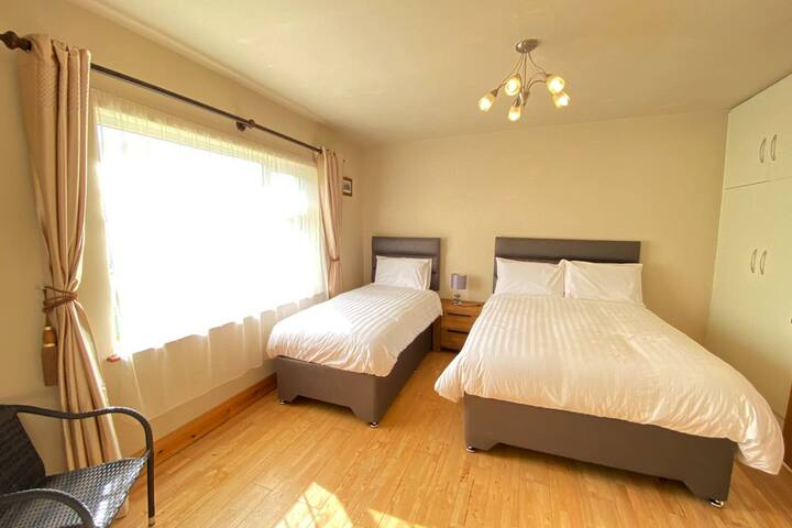 Deluxe Triple/Twin Room-En-suite, Nirvana Lodge #1