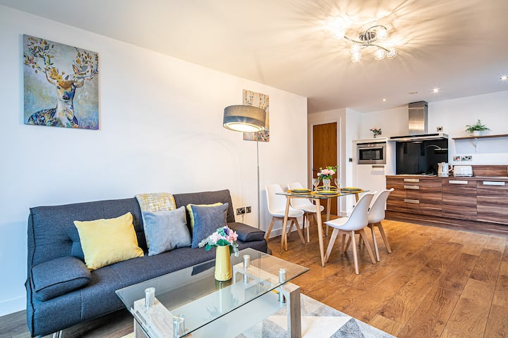 Stylish and Modern 2 Bed Apartment FREE PARKING